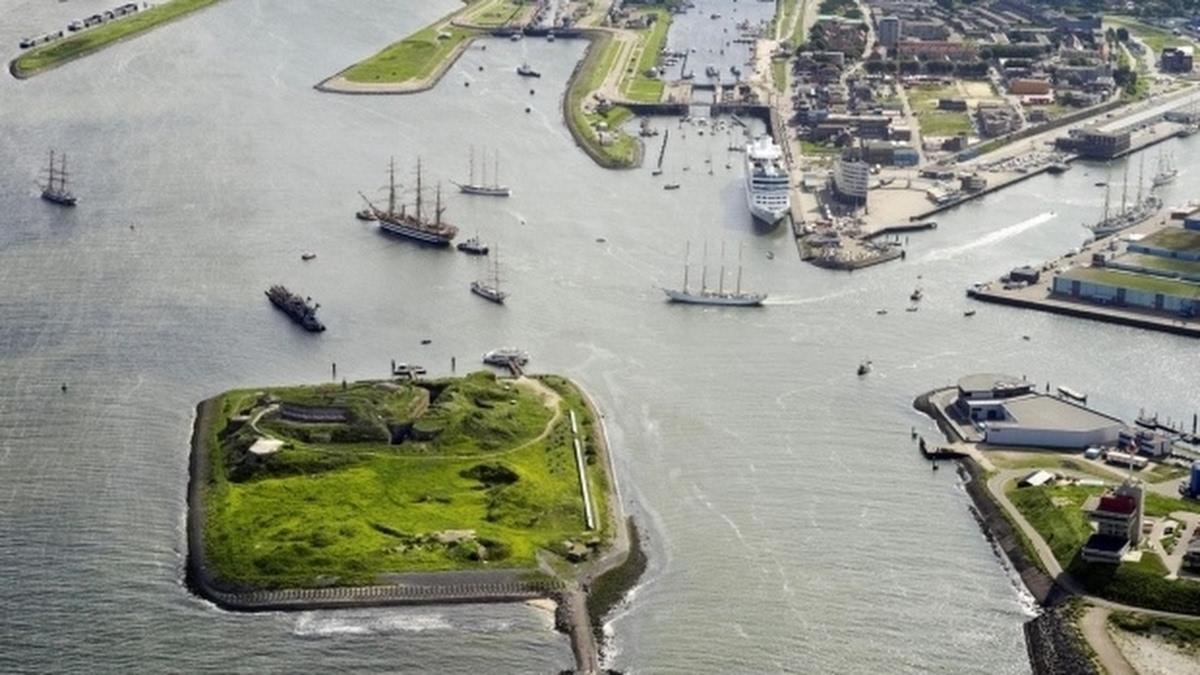 Foto bij Publieksdag: varen naar Forteiland IJmuiden