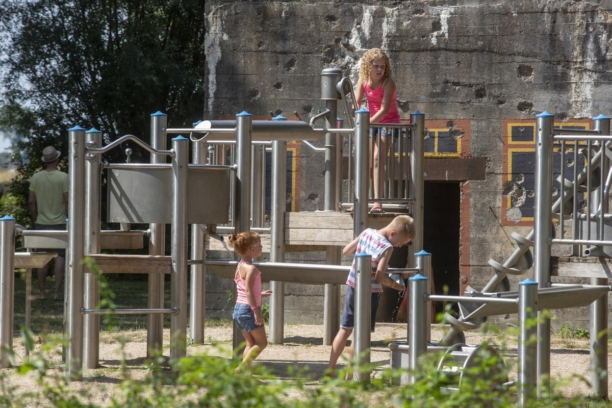 Foto bij Spelen tussen de bunkers